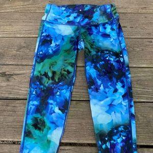 Athleta Stunning Blue Floral Capri Leggings XS 💙